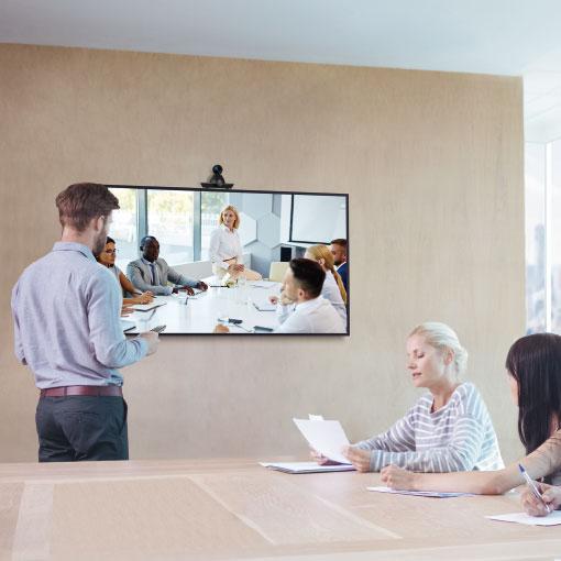 Videokonferensmöte där konferenskamera från MaxHub används.